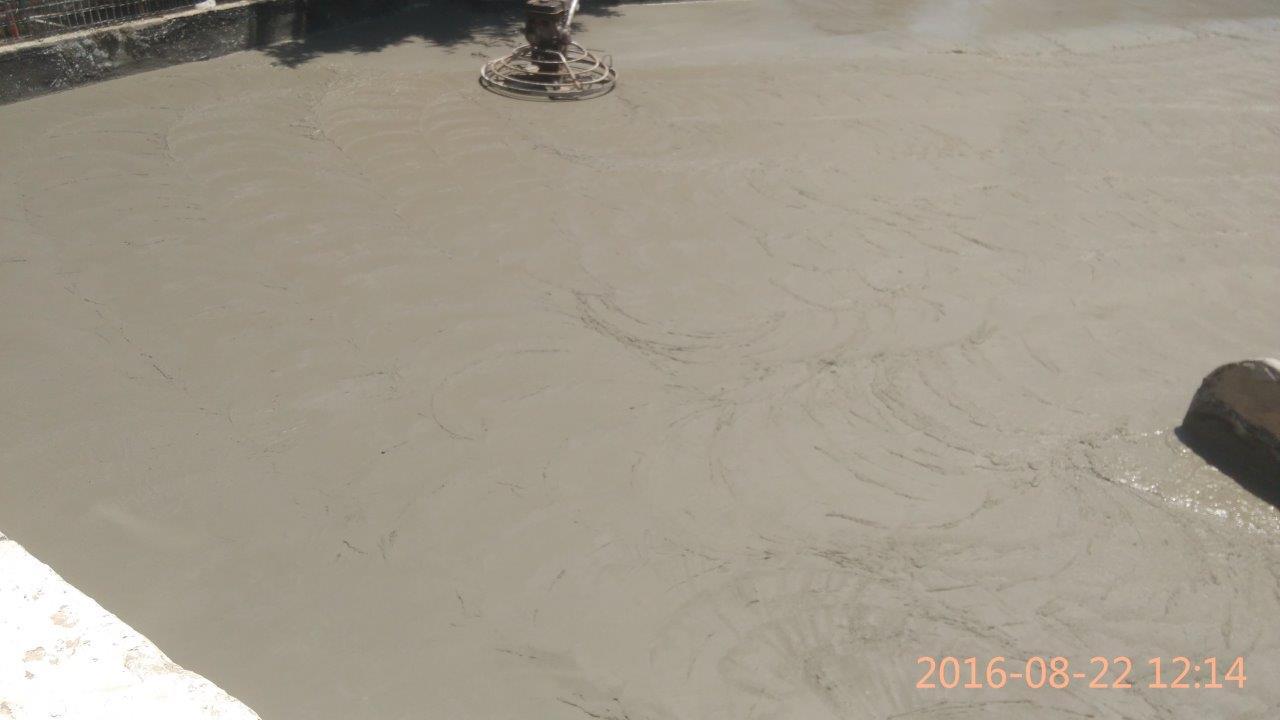 קבלן בטון מוחלק בהליקופטר